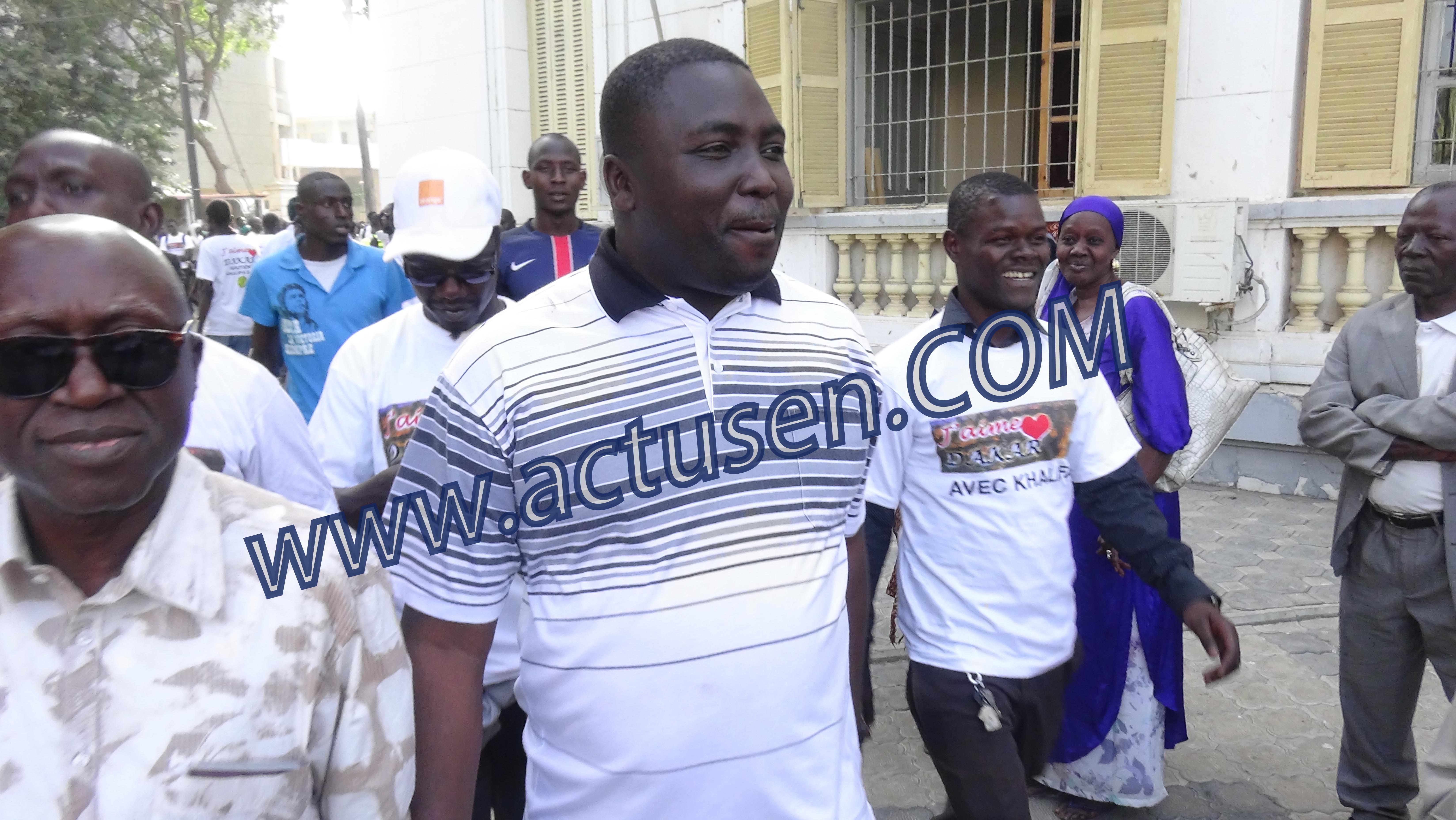 """Banderole placardée à la Mairie de la Médina et créditée d'un soutien à Bamba Fall : le Président de l'Asc Kussum fait la leçon aux """"faussaires"""""""
