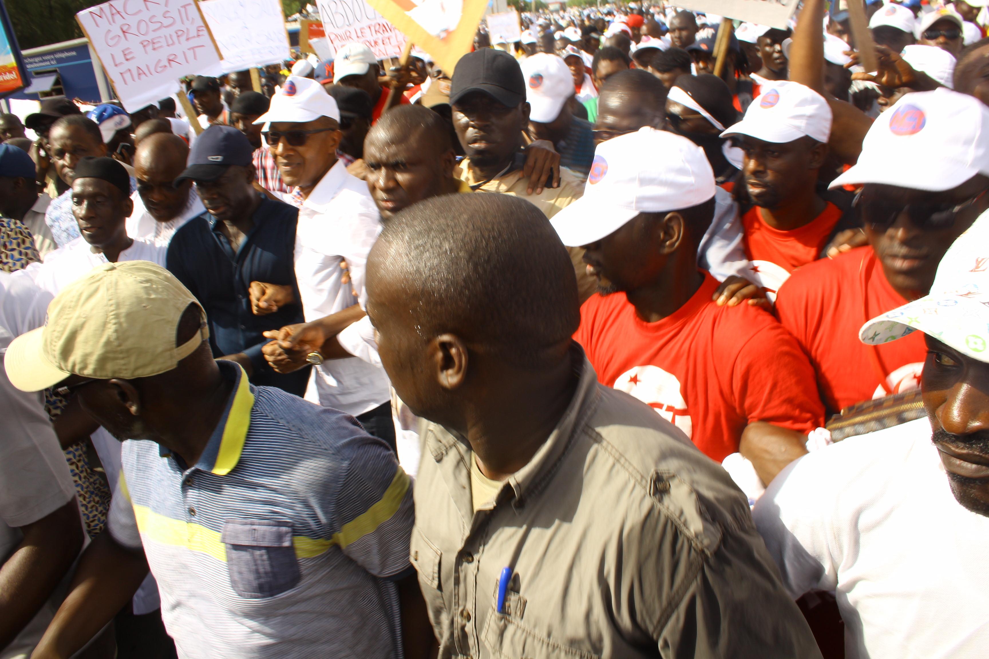 """Marche contre la gestion """"patrimoniale"""" des ressources naturelles : Macky Sall mâte ses opposants"""