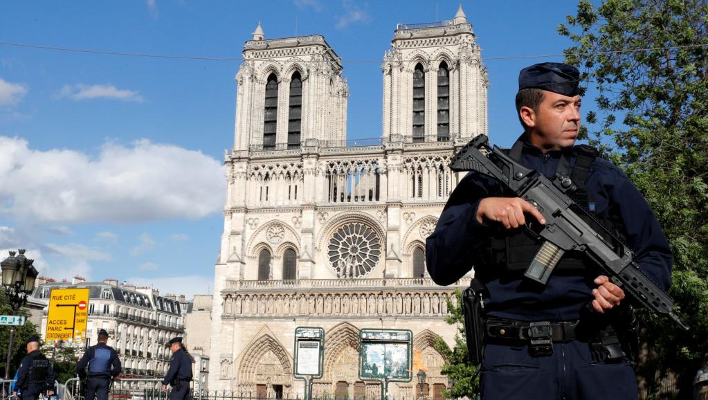 Attaque d'un policier devant Notre-Dame de Paris: une lettre d'allégence retrouvée