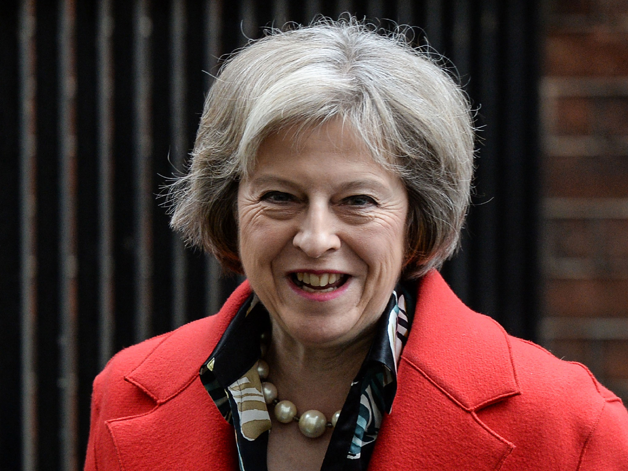 Royaume-Uni: Theresa May va demander à la reine de pouvoir former un gouvernement (BBC)