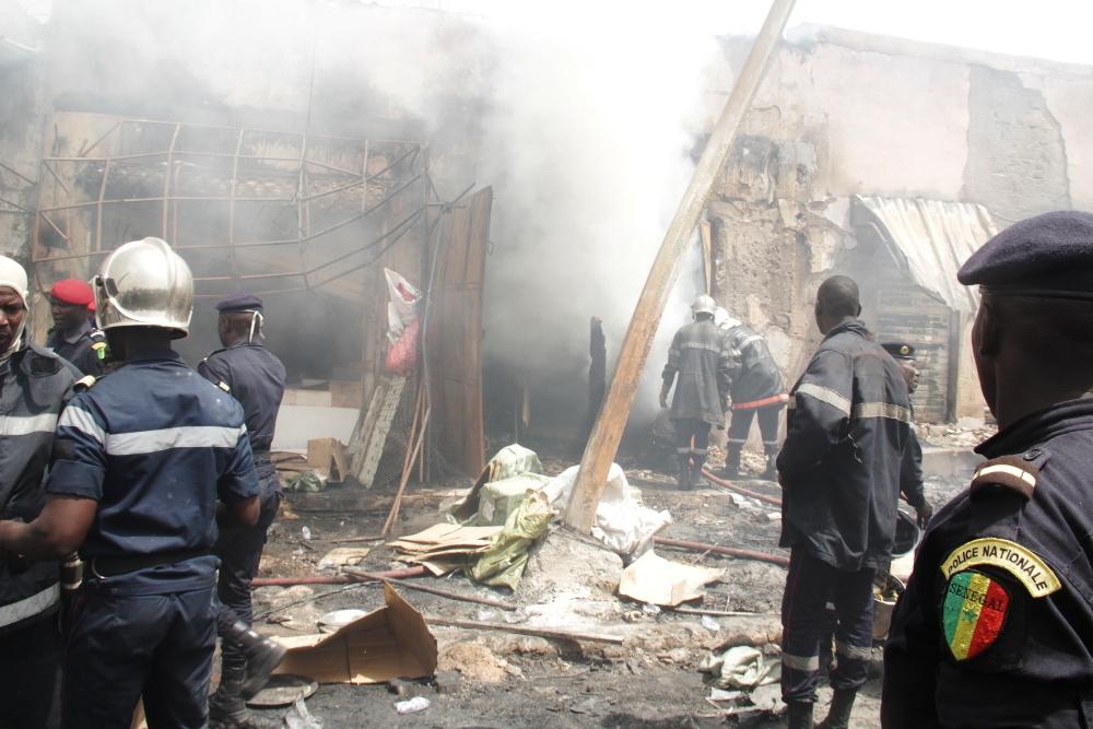 Incendie au marché Pétersen : Les images impressionnantes du sinistre