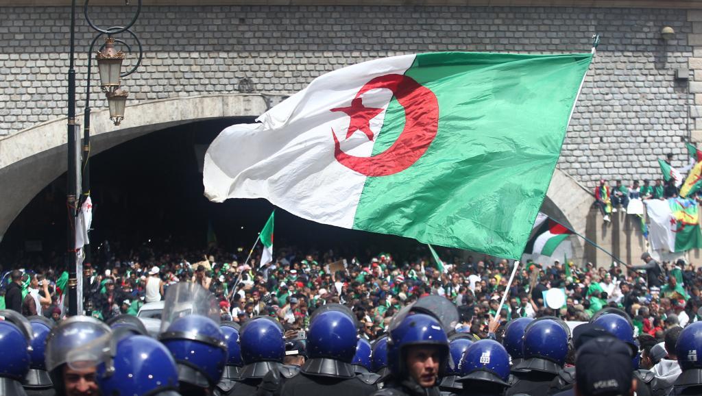 Algérie: situation bloquée et bras de fer entre le peuple et ses dirigeants