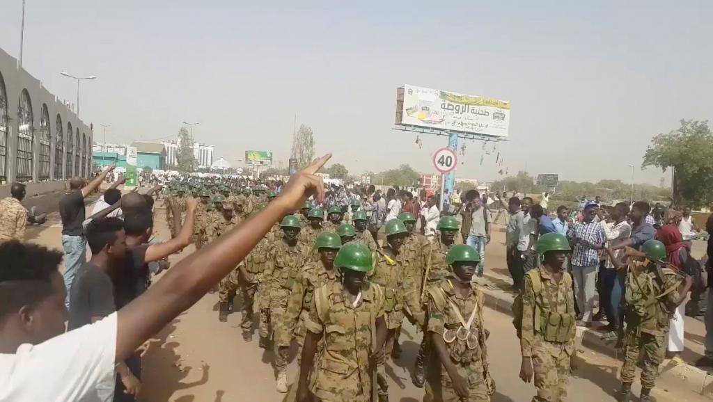 Soudan: le chef de l'Etat Omar el-Béchir destitué par l'armée