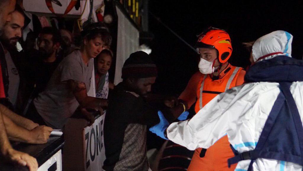 Italie: l'«Open Arms» toujours bloqué en mer après 18 jours d'attente