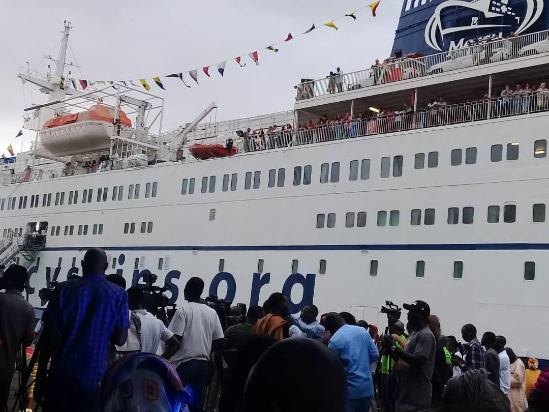 Le bateau-hôpital Africa Mercy au port de Dakar: 3000 patients de 0 à 14 ans attendus en chirurgie pédiatrique